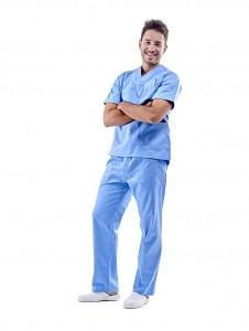 Pijama sanitario blanco con cuello redondo y cierre de botones