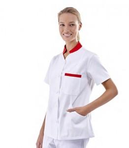 Blusa blanca con cierre de cremallera y detalles en azul